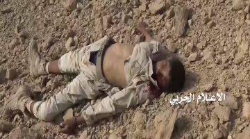 جثة أحد مرتزقة العدوان بعد انكسار محاولة زحف فاشلة باتجاه جبل عنبرة الاستراتيجي في مديرية المتون بالجوف